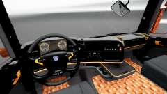 Чёрно-оранжевый интерьер Scania